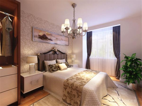 装饰品和画、绿植是起点缀作用,整个起居室是以暖色为主。既趋于现代实用,又明亮大方的特征。主卧没什么造型,主卧的床头背景墙也是用画和壁纸为主,墙体是以白色为主。