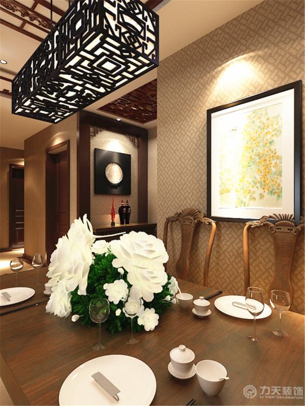 餐厅背景墙和客厅沙发背景墙同样采用了黑木材质的栅格造型,而沙发背景墙除了黑木的栅格造型还选用了白色纹理的大理石这样可以提高一下屋内的亮度。