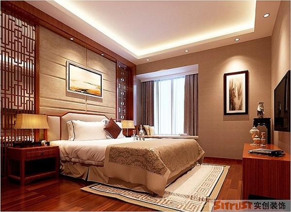 主卧室整体效果奢华、高雅、大气,并且不失温馨.客房的设计采用石膏板做造型,墙面用谈的颜色为背景.