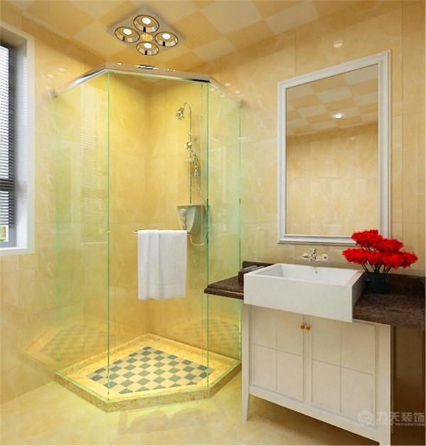 卫生间整体采用了瓷砖铺贴,吊顶为铝扣板集成吊顶,简单实用。