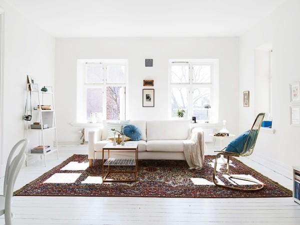 """黑白色的使用。黑白色在室内设计中属于""""万能色"""",可以在任何场合,同任何色彩相搭配。但在北欧风格的家庭居室中,黑白色常常作为主色调,或重要的点缀色使用。"""