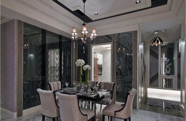 设计师利用两面墙,饰以相同的图腾镜面创造餐厅安定的空间感。