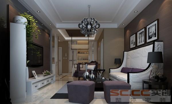 沙发背景墙在开放的空间里以暖色调为主,复古图案的黑白相框,对应木纹色的的电视墙、华丽的灯饰作为亮点。