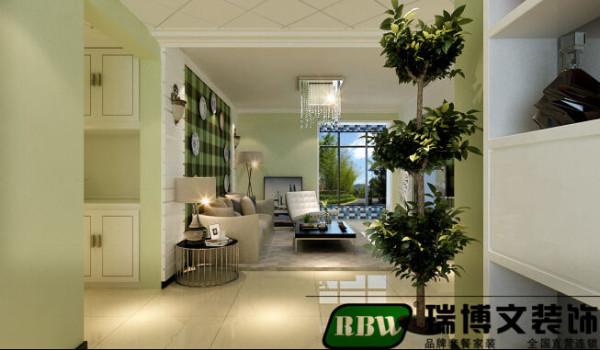 沙发背景墙的设计也是和整体的风格相互搭配的壁纸和客厅也同样设计了壁灯这样的设计,给整体的是一种简约中的绿意盎然的生机