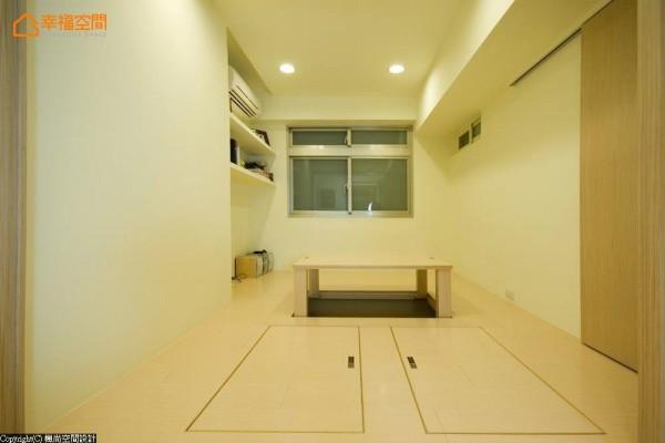 利用和室下方的架高部位,变换出可升降收纳的和室桌,以及上掀式的储物空间。