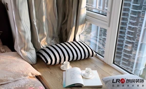 儿童房飘窗,一个靠枕,一本书,读书的时光就这么在我们的年华里飘过!