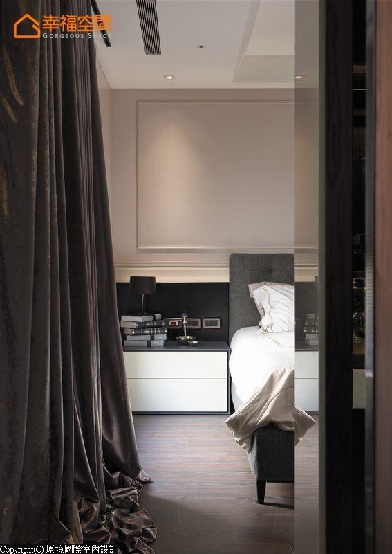 以纾压的美式风格定调,收纳与机能归纳于主墙后方,回归简单纯粹的睡眠段落。