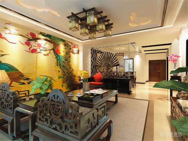 传统木质吸顶灯具和墙面装饰画,配以现代的元素等等。客厅的电视背景墙是以桃木、中式的镂空镜中间以带有图案的大理石搭配而形成的电视背景墙。
