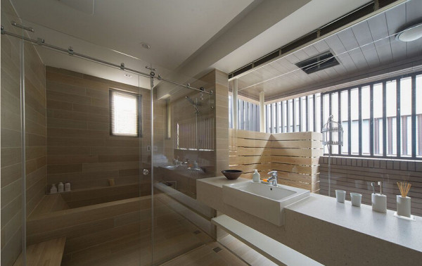 藉视野延伸将阳台空间纳入客卫浴,打造舒心日光汤屋。