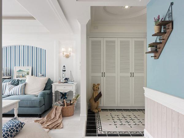简单的墙面装饰,使新房每一处都体现业主的小资情调。
