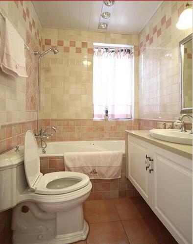 卫生间的瓷砖选择了暖色系的,粉嫩粉嫩的,非常好看。