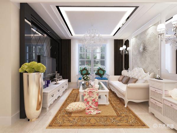 客厅与餐厅是整个在一个空间的格局。通过沙发背景墙等装饰,使整个家庭色调精彩。沙发墙运用壁纸和各种装饰的表现形式,更加彰显业主的品味与内涵。