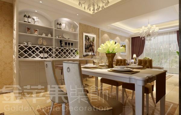 注重装饰效果,用谁内陈设品来增强历史文脉特色,往往会照搬古典设施、家具及陈设品来烘托室内环境气氛。