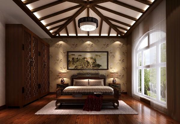 新中式卧室卧室的照明以创造一种柔和、朦胧、静谧的气氛为好。灯光的色彩应注意与室内色彩的基调相吻合。卧室布置点缀一两件工艺品或富于浪漫情趣的插花也可以使宁静的卧室富有生活的气息。