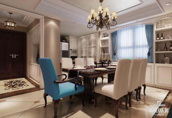 餐厅的设计也贯穿了浪漫、闲适的特点。尤其是两把蓝绿色餐椅和垂感十足的窗帘帷幔,与客厅中的沙发相互应,增强了整个空间的联系性。在餐厅空间来看,也有较大的装饰效果,表现出华美、富丽、浪漫的气息。