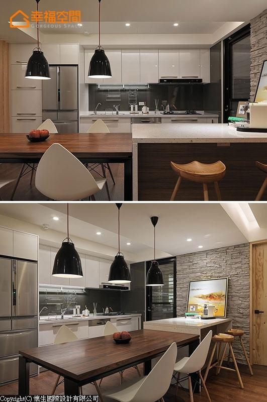 拿掉墙面后的厨房纳入餐厅规划,结合中岛吧台与餐桌,将机能整合于同一场域中。