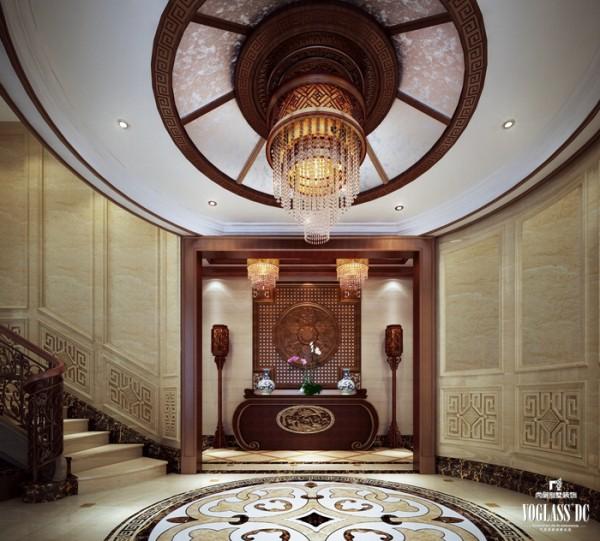 中国人讲究优雅含蓄。这就是中国传统文化的魅力,考量的是设计师内在的、含蓄的设计水平。设计师对门厅楼梯做了简单的处理,上下呼应、左右对称,给人一种天圆地方的感触,包容万物。