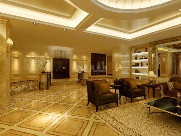 客厅顶部的大型灯池,并用华丽的枝形吊灯营造气氛。
