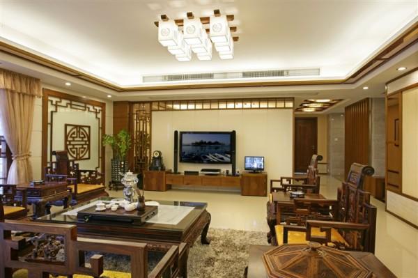 传统中式风格对设计师的整体设计能力的把控就非常的严格,设计的每一处都是中式风格的体现,客厅和书房的设计就很能证明这一点