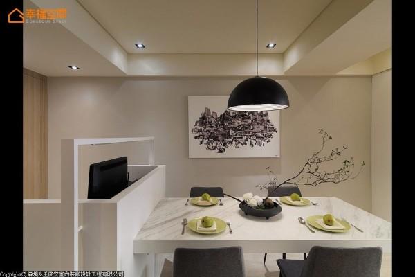 生活习惯上,书桌与餐厅不常并用,故而迭合、串联两种机能,衍生出另一种理想的复合式空间型态。