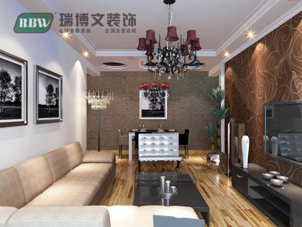 依据业主的喜好,客餐厅及卧室通铺木地板,电视墙旁边放置大叶绿植,进门即可看到。风水学上说及辟邪又招财。