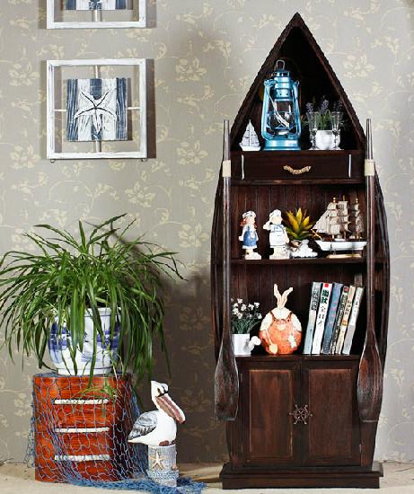 地中海风格的木纹储物柜采用松木材质制造,实惠耐用,全手工制作,船柜由木片拼接,手工上漆,安全环保,适合放置在你家居的任何位置。