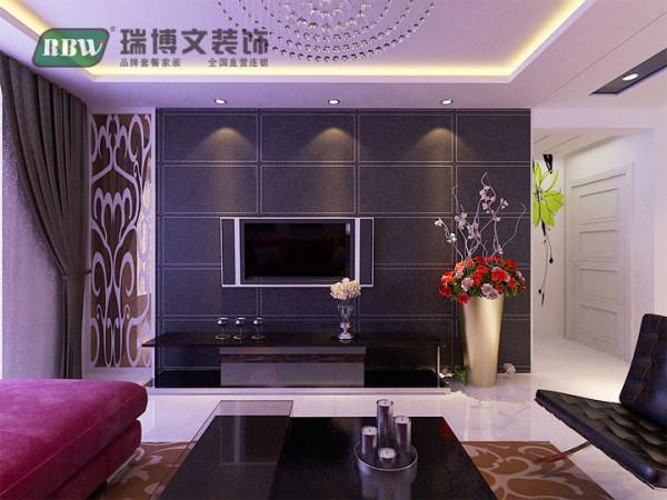 电视墙采用茶色镜面和黑色壁纸结合,立体感增强,搭配水晶灯  整体凸显时尚、档次。吊顶石膏板和黑色镜面结合,营造一种清新,优雅的氛围。