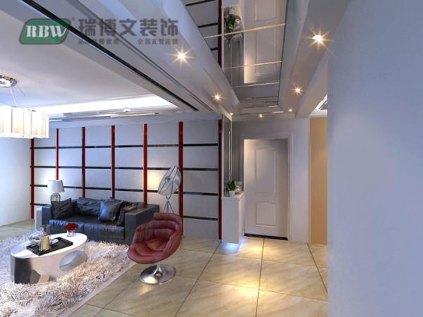 错层走廊吊顶比较简单,中间安装筒灯。墙面挂装饰画。