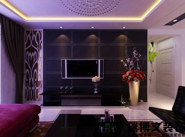 电视墙采用茶色镜面和黑色壁纸结合,立体感增强,搭配水晶灯  整体凸显时尚、档次。吊顶石膏板和黑色镜面结合,营造一种清新,优雅的氛围