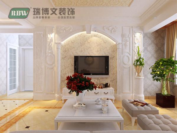 电视墙两边运用镂空雕花造型,整体看起来不再突兀,搭配合理,体现欧式风格也更加扩大了客厅的整体空间感!石材则以其独特的质感使整个空间的设计古朴却充满了时尚韵味!