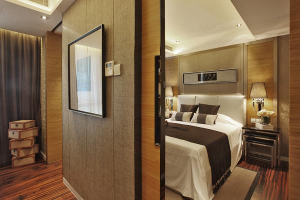 """优雅的木质拉门是日式风格必不可少的经典设计,以天然质朴的实木为基本材料,墙壁、地板与木门浑然一体,和风格局的布置散发着天然的独特魅力。"""""""