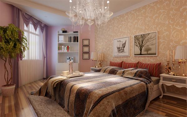 银色的镜面反射映照出客厅的倒影,是整个客厅显得更加宽敞明亮。门窗及窗帘采用的花梨色与米色的地面搭配,使空间温馨中不失尊贵,华丽中不失稳重。