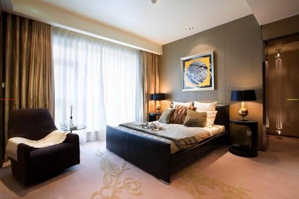 卧室:卧室是整套房子中最私人也是最体现出温馨休闲感的空间,一般在设计时要体现出静谧舒适的感觉,并且与其他空间明显的区别。