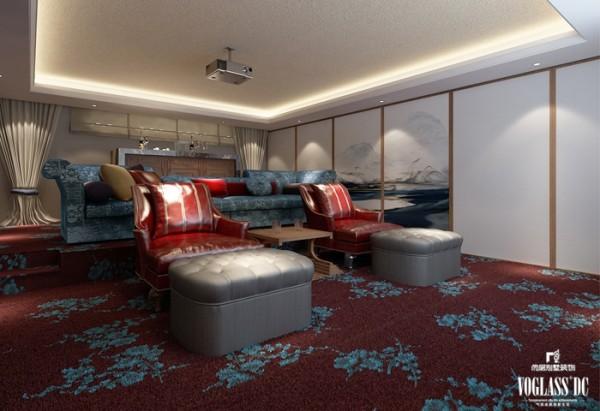 地下影音室的中式元素主要体现在红艳的地毯上,红艳的地毯中刺绣般地散布着梅花枝桠,见光不见灯的光线布置增加了设计的功用性和美观度。