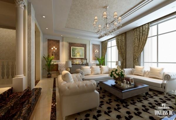 走进家中的客厅,引入眼帘便是白色的皮质沙发与金绿色的窗帘。没有使用金色调的饰品,只用小幅的棕色展示欧式的元素,低调婉转,增加了较多的舒适感。