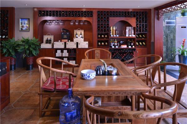 茶楼区的设计端重大气,浓郁的时尚气息、格调新颖,在原生态木、原石材背景和青石板地板装饰中陶冶情操,在品位中享受生活。