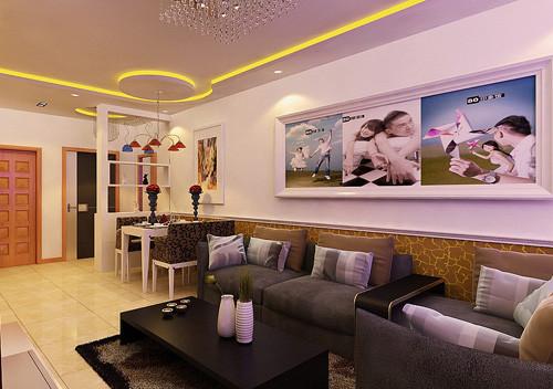 沙发背景墙 客厅沙发组采用深色沙发沙发,背景墙部分采用几幅主人照片,勾画出整个客厅的浪漫温馨,优雅宁静。