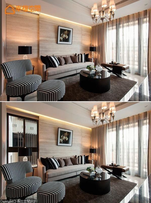 设计师特别在沙发左侧做了一片活动拉门,平时可以保持立面的完整性,也可以弹性推移让光线自然地洒下。