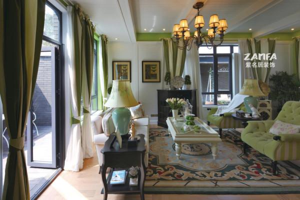 淡绿的墙漆 淡绿的窗帘 淡绿的沙发 东南亚不一样的味道