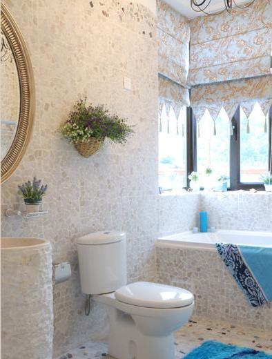 充满海洋味道的浴室。