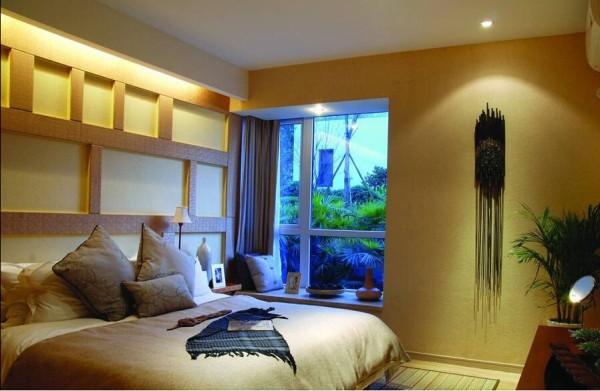 卧室背景墙使用了和电视背景墙同样的造型。