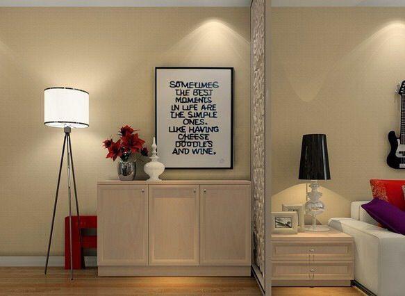 矮柜、屏风和落地灯巧妙搭配,烘托出客厅里的浪漫气氛。