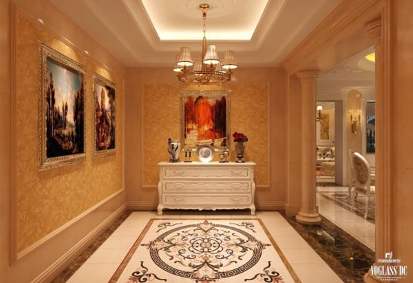 门厅使用镜面、壁纸与柱子的构图表现出鲜明的欧式古典风格,墙壁悬挂欧洲风情油画表明业主的个人喜好和旅游经历。