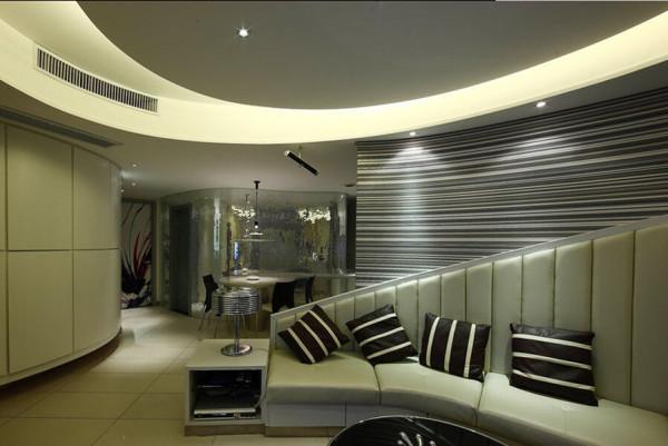 弧形的设计不仅体现在家居布局上,也融入了家居其他元素的装饰中。