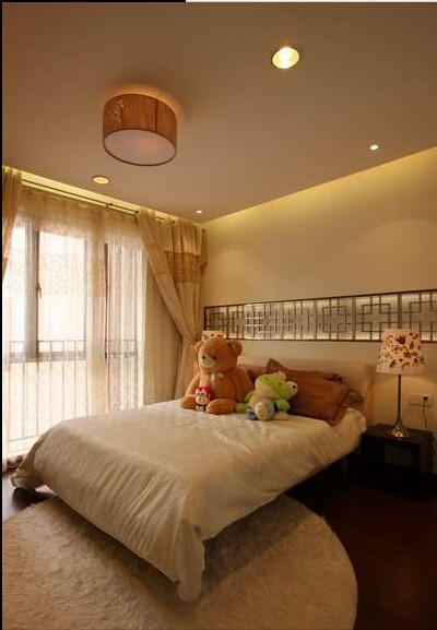 儿童房尽量在营造纯真环境的同时加入中式元素。
