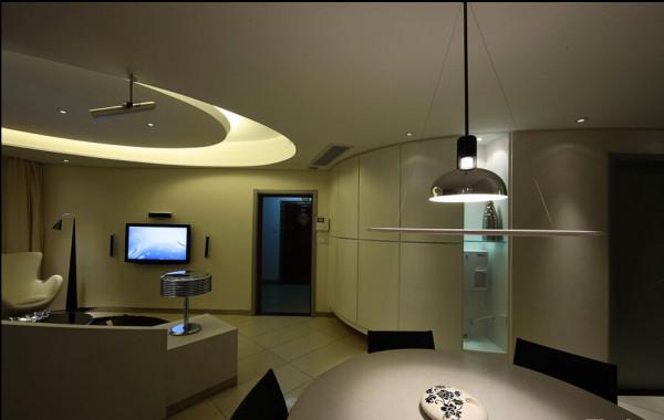 餐厅与客厅的融合与分离只在毫厘之间。