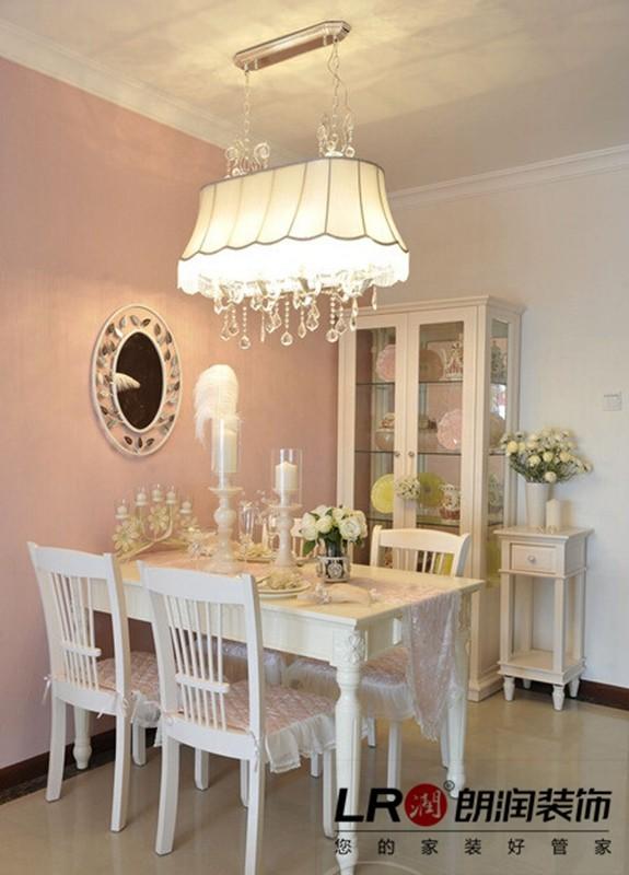 简单清新的餐厅布置,浪漫唯美的氛围烘托,生活的美好就在这小小的一方天地展示!