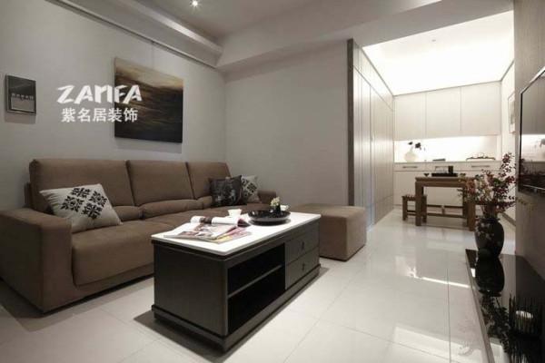 不大的空间用白色的瓷砖放大了视觉效果