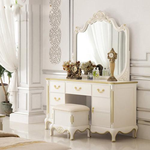 简约不简单的外观,在简约理念中凸显雅致格调,柜子边缘波形带金色设计提升档次。镜面边缘契合保护,经久耐用。