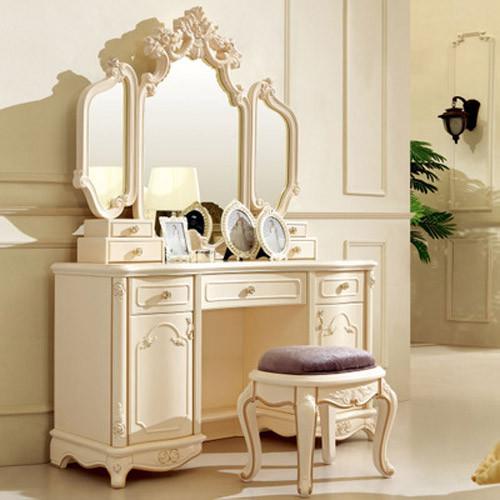 象牙白色实木,素雅百搭。高级水银镜镜面顺滑画面清晰。雕花描金凸显法式浪漫,自带抽屉,使用方便。